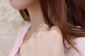 Come si sceglie un anello di fidanzamento : 4 consigli utilissimi